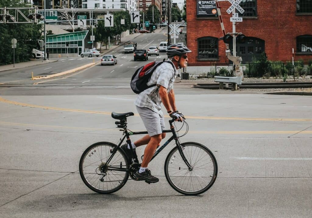 Modern hybrid bikes and vintage mountain bikes are very similar in design, and both are excellent for commuting and urban riding